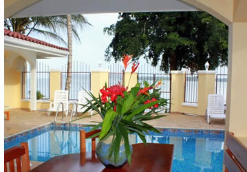 Swimming pool at beach front vaction rental in Bocas del Toro
